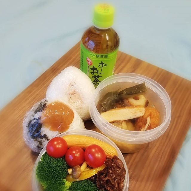2016/11/11 09:31:08 o.ojgxx Today's lunchbox http://jp.tablefor2.org/campaign/onigiri/en/ 今日もおにぎりアクション参加します🍙 🍙 사진에서 아이들에게 급식의 선물😊  おはようございます☔☁ なんだか地味なお弁当😅 ・🍙(焼き明太子.韓国海苔と梅干) ・おでん🍢(レンチンする人はタッパー) ・牛肉の甘辛煮 ・茸とピーマンのカレー炒め ・茹で野菜・ウィンナー  #おにぎりアクション2016 #お~いお茶 #世界食糧デー #instafood #tokyo #保温ジャー #おむすび #lunchbox #おでん #お弁当 #昼食 #健康 #たっぷり野菜 #healthy #lunch #lunchtime #bento #delicious #도시락 #점심식사 #건강 #japanesefood  #健康