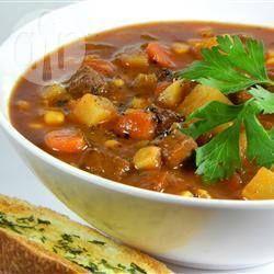 Sopa de carne com batata e legumes @ allrecipes.com.br - Sopa super saudável de carne, batata e legumes que fica ainda melhor e mais cremosa se deixar na geladeira e esquentar depois