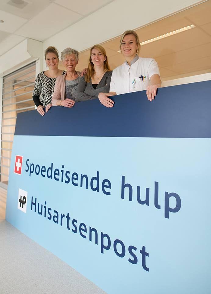 5 april 2016: Tamara Rademakers (spreekuurassistente), Margo Donders (SEH-verpleegkundige en praktijkbegeleidster), Linda Geijsde (SEH-verpleegkundige) en Anouk Claessens (ANIOS Interne Geneeskunde) staan samen op onze nieuwe Facebook-coverfoto van de week! #WijZijnZuyderland