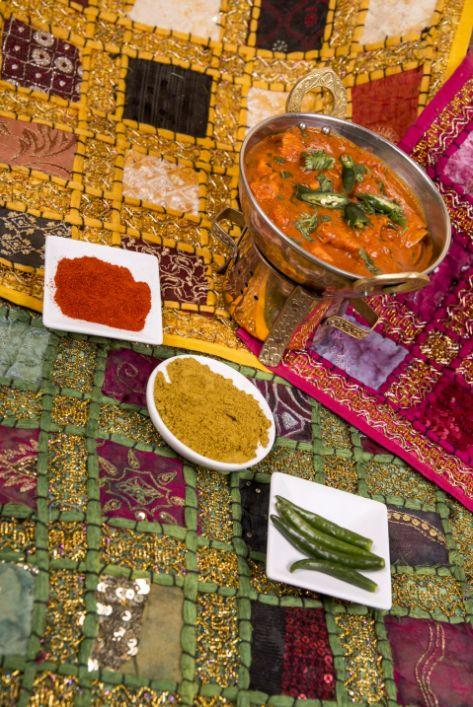 Odpowiedni dobór składniki oraz niezwykle aromatyczne przyprawy pozwalają nam wyczarować dania o niezwykłym smaku. :) Fanom ostrych smaków polecamy indyjskie dania z papryczkami chilli. :) Namaste India ) http://www.namasteindia.pl/