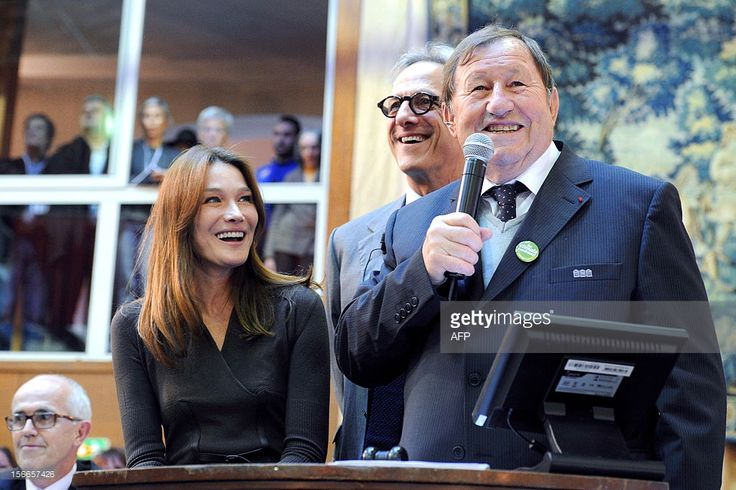 Former French First Lady Carla Bruni-Sarkozy (L) and former coach of French L1 Auxerre's football club, Guy Roux (R) preside over the bidding for the prestigious 'piece du president' (the chairman's item) during the 152th charity wine auction at the Hospices de Beaune on November 18, 2012 in Beaune, central France. The Hospices de Beaune charity wine auction is the oldest and most famous charity wine auction, whose funds collected are entirely destined for the institution's charities. AFP…