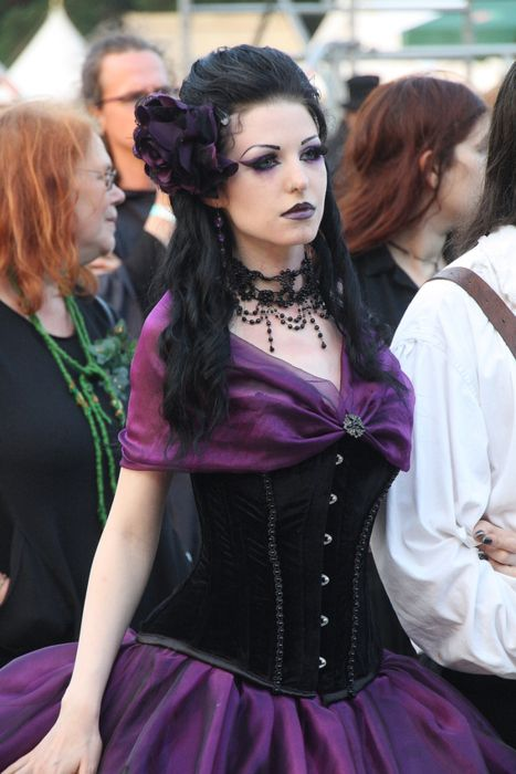Love this purple and black Gothic dress and that classic, simple hairstyle