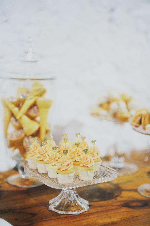 Balões e Macarons em um casamento glamouroso