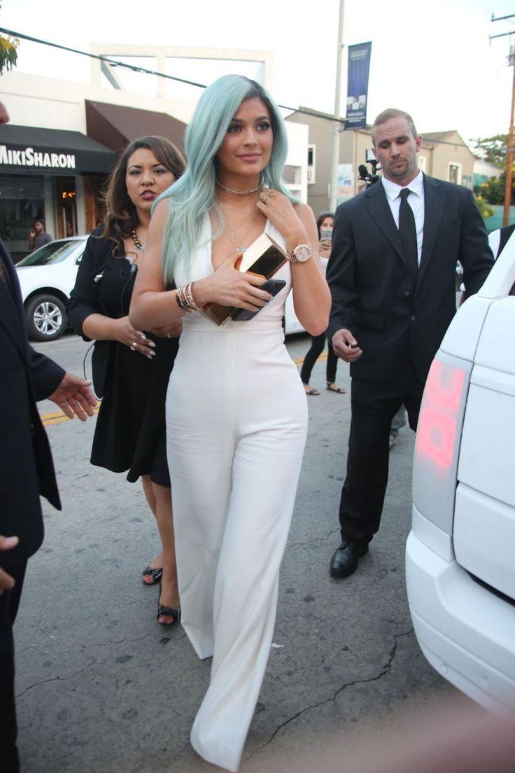 awesome Kylie Jenner Bellami Beauty Bar Launch    Kombini Sokak Stili