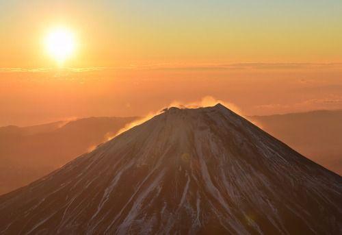 2016年初日の出 世界遺産富士山上空から - 静岡新聞 #初日の出 #富士山 #MtFuji