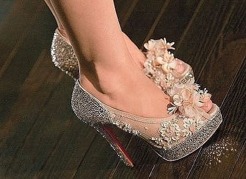 geeze, to have an evening out suitable enough to wear these!