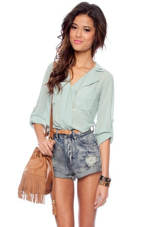 sage pocket blousePocket Blouses, Summer Looks, Summer Outfit, Weekend Wear, Closets, Solid Pocket, Parties Outfit, Summer Time, High Waist Shorts