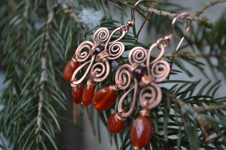 wire wrap earrings from copper with carnelian