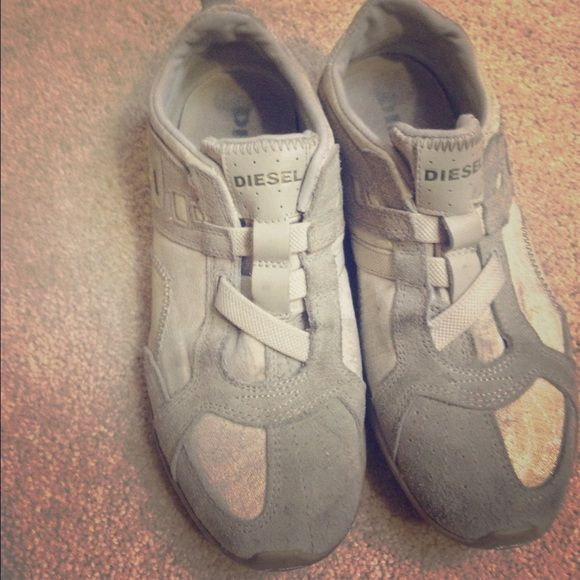 Diesel shoes / trainers / tennis or running shoes Used but in good shape Diesel shoes from the uk is size 7.5 Diesel Shoes Athletic Shoes