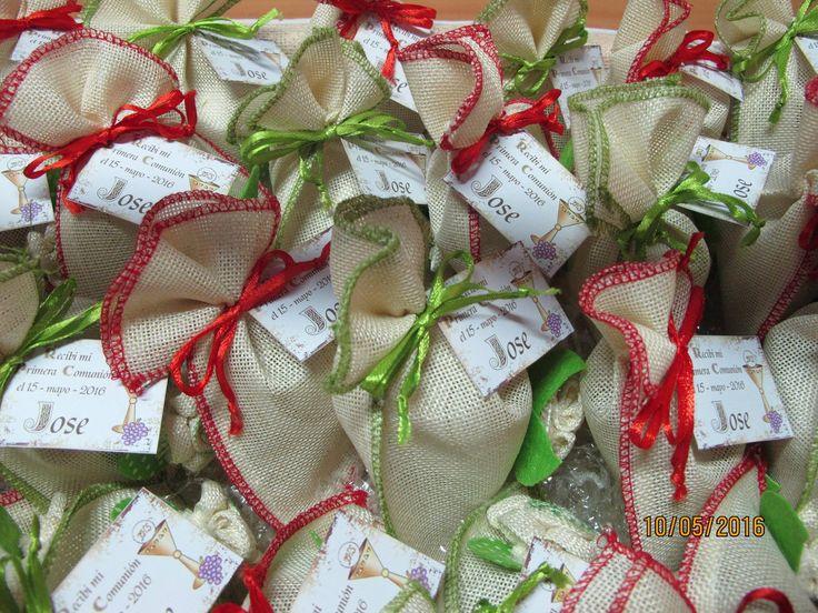 Regalo para los invitados a la Primera Comunión de Jose: Crema de manos con aceite de oliva Ecológico de Sierra Mágina metida en una preciosa bolsa de arpillera. ¡Felicidades Jose!