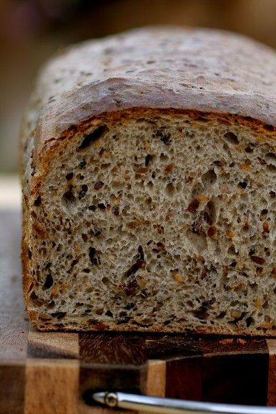 Chleb z siemieniem lnianym i słonecznikiem (na zakwasie)