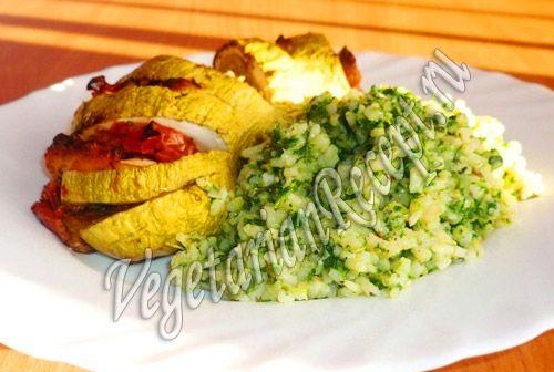 Рис со шпинатом получается зеленого цвета, очень вкусный и полезный. Он несомненно украсит ваш стол.