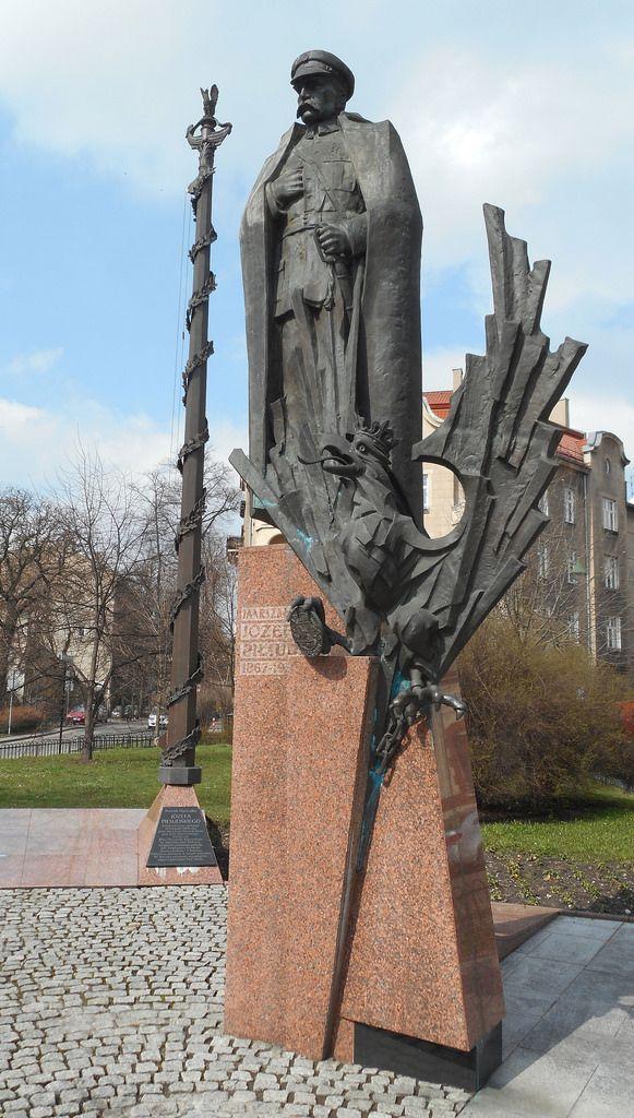 Józef Piłsudski monument, Piłsudski street, Kraków, Poland   ^ https://de.pinterest.com/pin/355151120597823041/