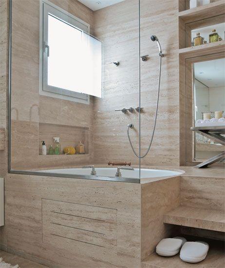 Banheira de hidromassagem, espaço generoso, acabamentos nobres e acessórios charmosos fazem deste banheiro um sonho de consumo. Inspire-se em oito ideias para criar o seu.