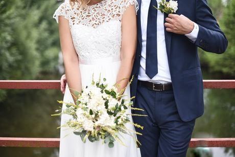 krajkové svatební šaty s volnými zády , 38