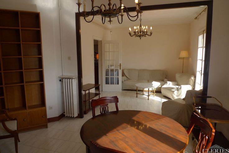 3562 SANCHO DE ÁVILA-PADILLA. Piso todo exterior a calle. 3º con ascensor. Calefacción. Muy luminoso y soleado. 2 habitaciones. Gran salón. Baño y cocina en muy buen estado.