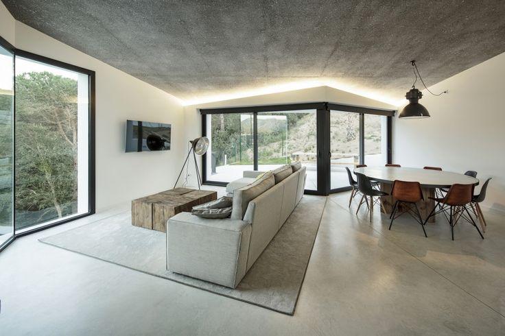 House in LLavaneres / MIRAG ArquitecturaiGestió