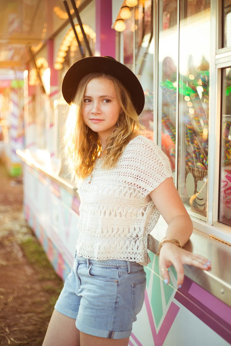 senior pictures - photography - barn photoshoot - senior portraits - portrait photography - golden hour - portraits - soft lighting - carnival photoshoot - fair photoshoot - cotton candy - farris wheel - carousel - hat - best friends - summer photography - editorial