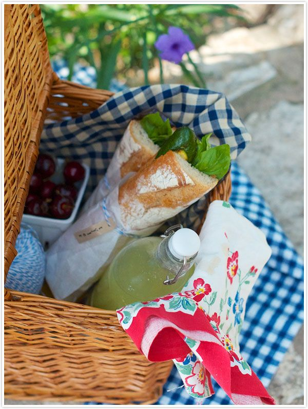 Spring time picnic: Each brings a drink, appetizer, and their favorite Sutter Home mini bottles!Summer Picnics Food Ideas, Company Picnics, Perfect Picnics, Inspiration Picnics, Picnics Summer, Picnics Baskets, Picnics Company, Picnics Preparing, Picnics Gallery