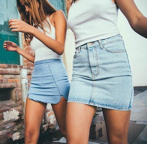 Trend alert : the denim skirt !