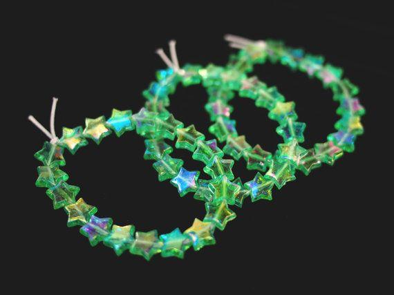 Holographic Green Shooting Star Bracelet // 90s Vintage Inspired Iridescent Beaded Transparent Stars Bracelet