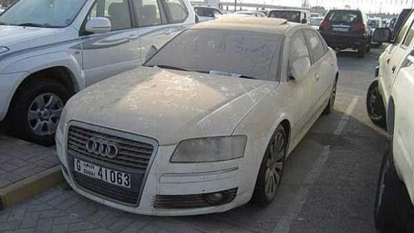 Dubai'nin terk edilmiş otomobilleri!