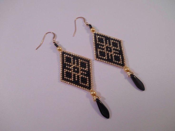 Boucle d'oreille losange en perles miyuki et plaqué or, tissage peyote. : Boucles d'oreille par marjolaine-perles