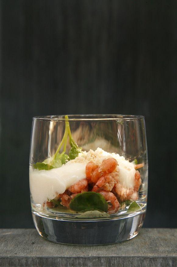 Schuim van Moese patat, waterkers, grijze garnaal en poeder van hazelnootboter