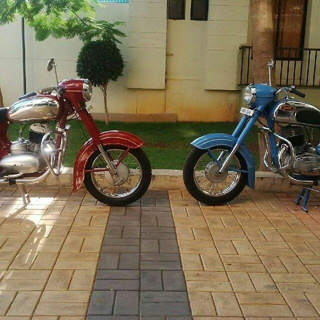 "304 Likes, 4 Comments - Jawa Motorcycles (@jawamotorcycles) on Instagram: ""Jawa motorcycles in red and blue  Repost @men_on_bikes  More photos on -…"""