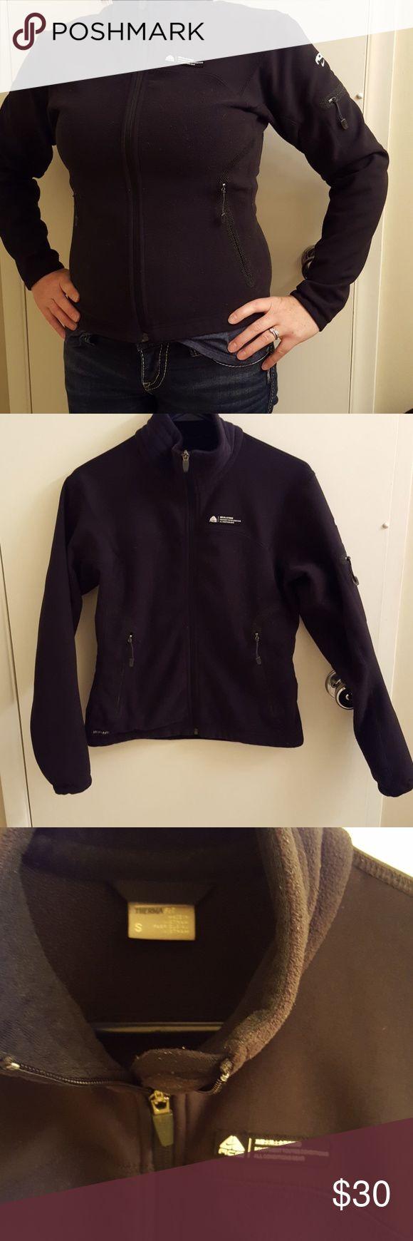 Nike ACG Therma Fit Jacket Barely worn gorgeous and super warm jacket! Nike ACG Jackets & Coats
