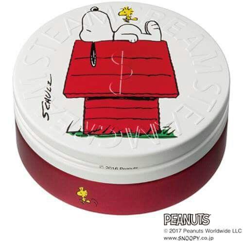 【スヌーピーとのコラボデザイン缶4種、2017年4月5日発売!】   みなさま、こんにちは!   待望のPEANUTSコラボデザイン缶4種が、2017年4月5日(水)より スチームクリーム常設ショップ/期間限定ショップ/公式オンラインストアにて発売になります!   ※2017年3月15日(水)より、イクスピアリ店にて デザイン缶3種(画像:上段2種と下段左)を先行販売! 下段右のデザイン缶は4月5日(水)より販売いたします※   初のスヌーピーとのコラボデザイン缶を、どうぞお楽しみに♪   店舗一覧はコチラ⇒http://www.steamcream.co.jp/top/shop/asp/shop.asp オンラインストアはコチラ⇒http://www.steamcream.co.jp/top/search/asp/list.asp   #スチームクリーム #STEAMCREAM #SNOOPY #PEANUTS #スヌーピー