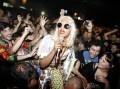 Eigenzinnige zangeres M.I.A. ontwerpt voor Italiaans modehuis Versace