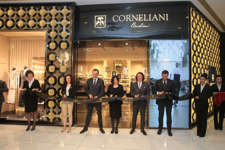 On 16th April Corneliani, symbol of Italian excellence, officially launched its new flagship store at the Citic Square Mall in Shanghai, China's leading city for fashion and design. #Corneliani #Menswear #Fashion #Show #Fall #Winter #Gentleman #Luxury #Shanghai #China - Twitter: @CornelianiMx