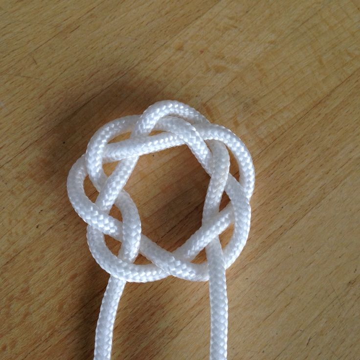 How to Tie a Pretty Round Celtic Knot