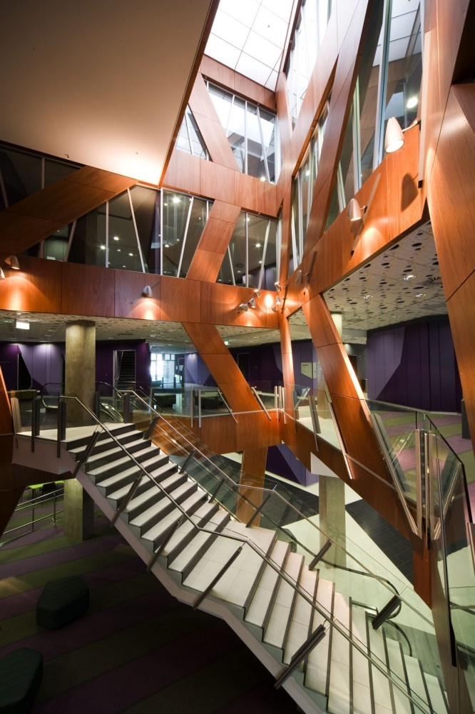 Dangit! Why can't my school look this cool? University of New South Wales Law Building / Lyons