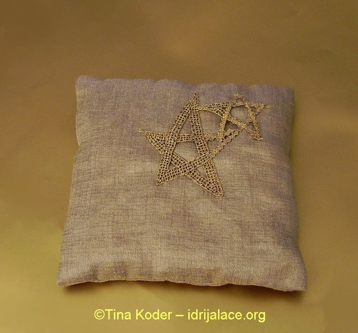 Christmas scented bag with hand-made Idrija bobbin lace application