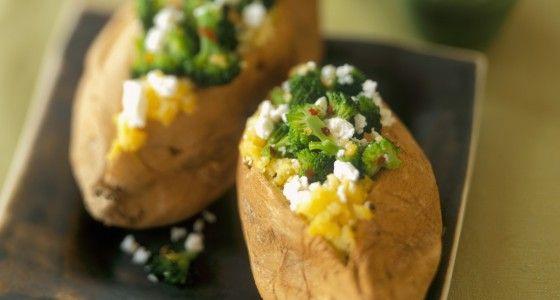 Gevulde aardappelen met broccoli en feta