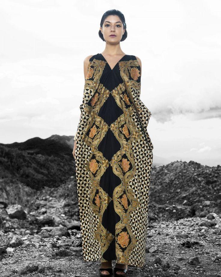 Iwan Tirta, Dewaraja sleeveless gown