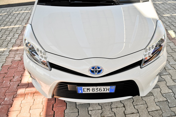 http://www.omniauto.it/awpImages/photogallery/2012/16586/photos1280/toyota-yaris-hybrid-test_24.jpg