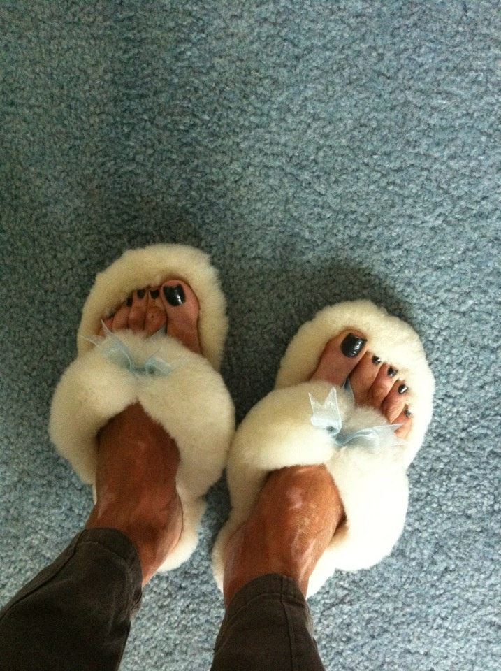 c19bc697502 Ugg Fuzzy Thong Slippers
