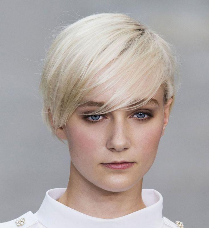 10 hele leuke trendy korte kapsels voor dames met steil haar. - Kapsels voor haar