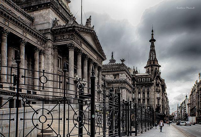 Perfil del Congreso de la Nación Argentina y de fondo la cúpula de lo que fue la confiteria Del Molino - Buenos Aires HDR | Flickr: Intercam...