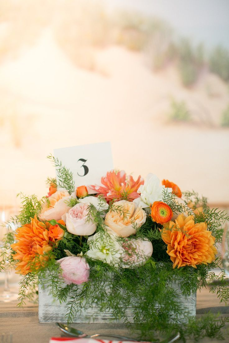 Pieza central en caja de cristal  flores variadas
