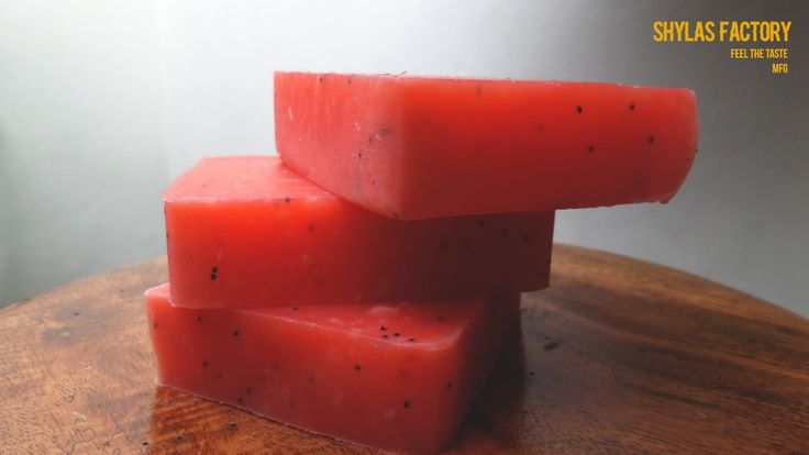 Red poppys natural soap  For detail add line @hrp1539h and follow ig: shylas.factory