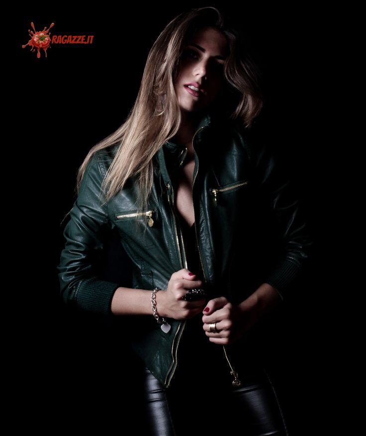 Produzione: www.officinacreativa.us   Web Magazine: www.ragazze.it    #leather #jacket #vintage