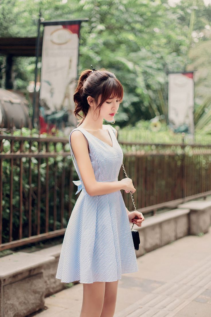 Korean fashion japanese v neck halter waist a word dress design och inspiration Korean style fashion girl bag