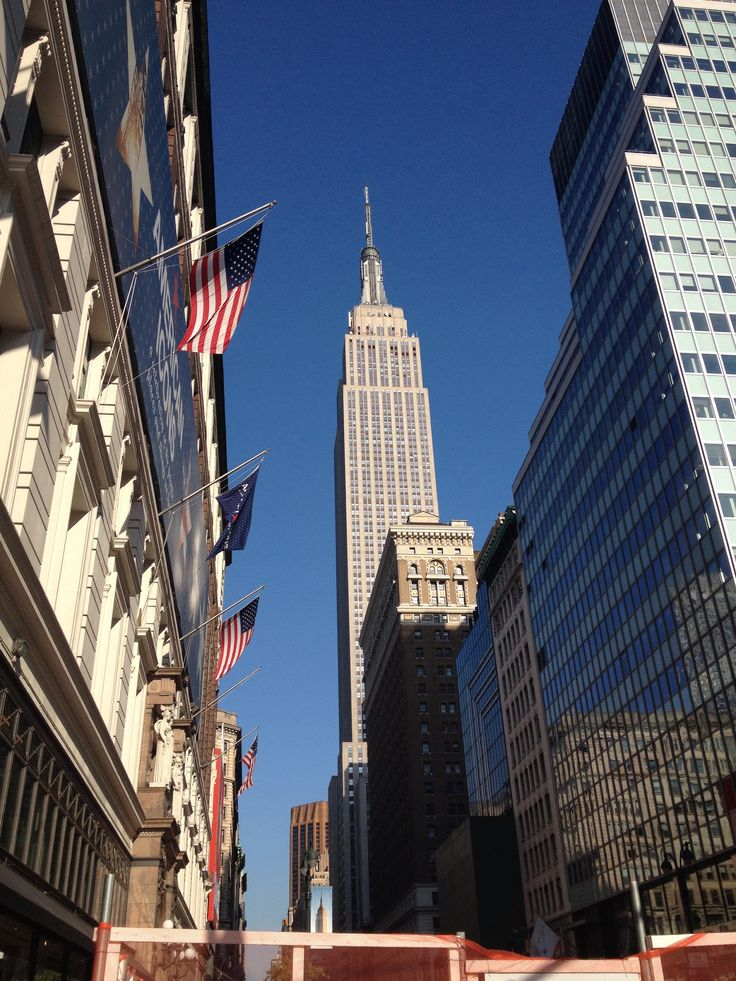 Empire State Building and American Flag.... J'adore....