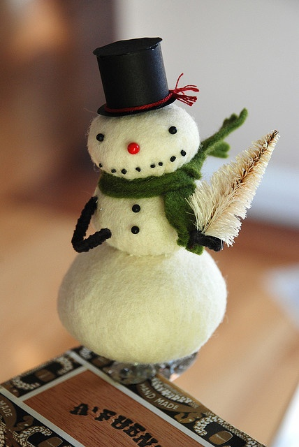 how to make a snowman nose out of felt