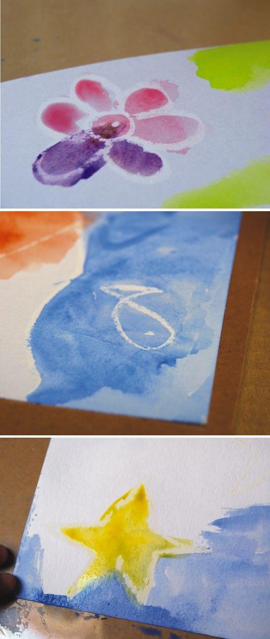 Pintar con ceras y acuarela:  Primero pintar con cera blanca el dibujo. Luego con la acuerela