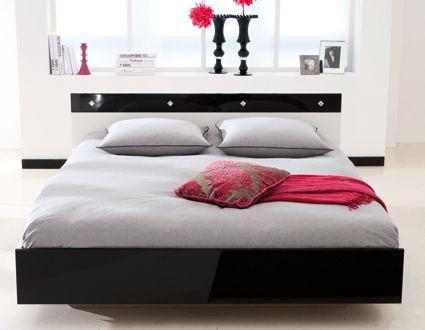 Strass is een zeer mooi modern bed met kristallen steentjes in het hoofdbord verwerkt. #bed #slaapkamer #modern #luxe